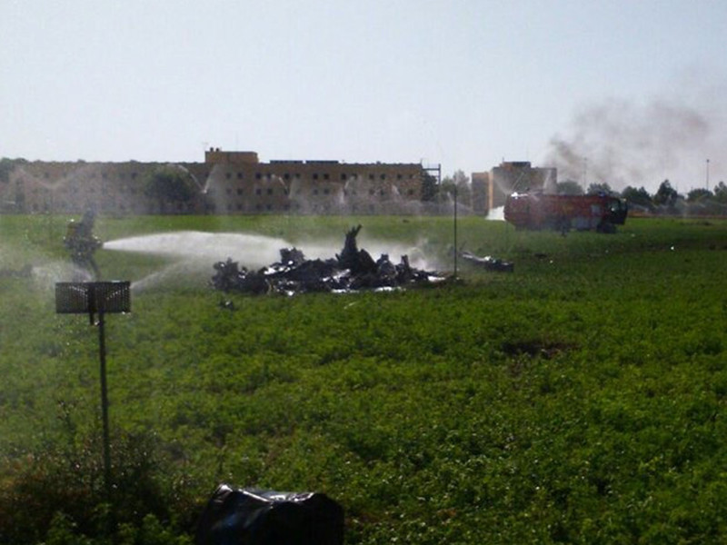 В Испании произошло ЧП, омрачившее празднование Национального дня страны. Самолет испанской армии потерпел крушение в районе базы в Льяносе-де-Альбасете, расположенной на юге Испании