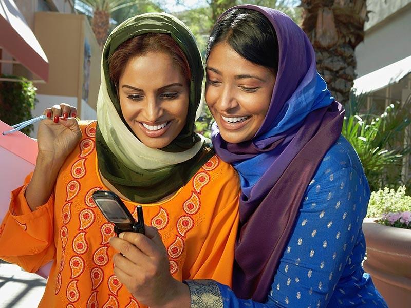 В Саудовской Аравии студенткам разрешили пользоваться мобильными телефонами