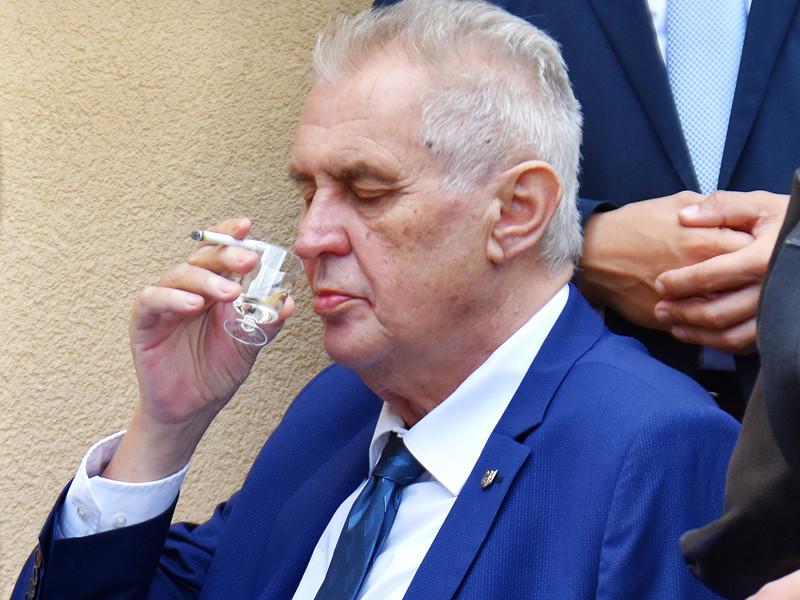 Президент Чехии по-прежнему пьет, вопреки советам врачей
