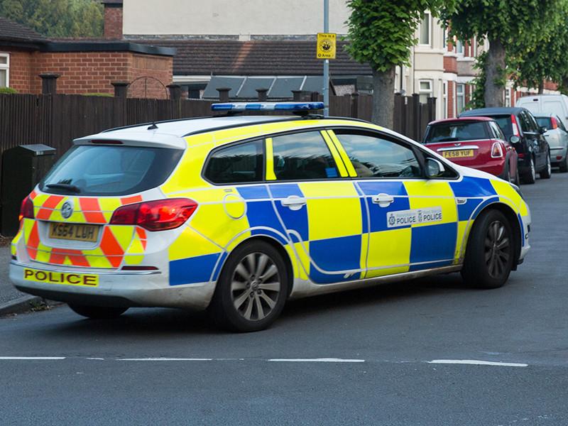 В Англии мужчина с обрезом взял в заложники посетителей боулинга