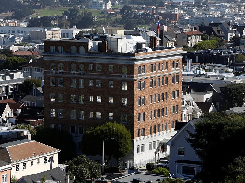 """Со зданий российской дипмиссии в Сан-Франциско """"сорвали"""" государственные флаги"""