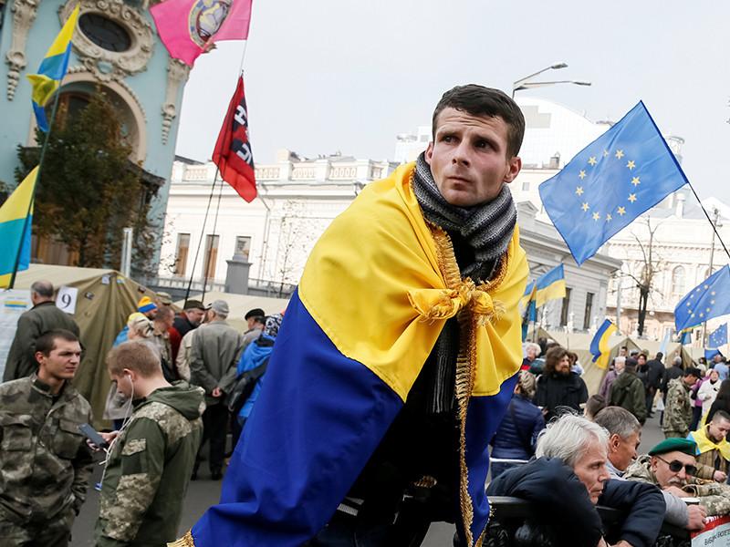 """Порошенко обвинил протестующих в центре Киева в """"жажде крови"""""""