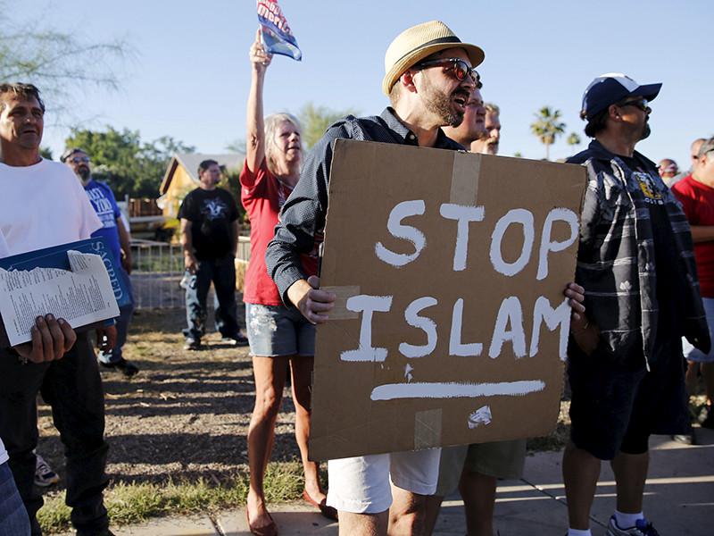 """Антиисламская кампания в Техасе, в том числе митинг 21 мая 2016 года """"Остановить исламизацию Техаса"""" в Хьюстоне были инспирированы через страницу в Facebook """"Сердце Техаса"""" российским """"Агентством интернет-исследований"""", более известным как """"фабрика троллей"""""""