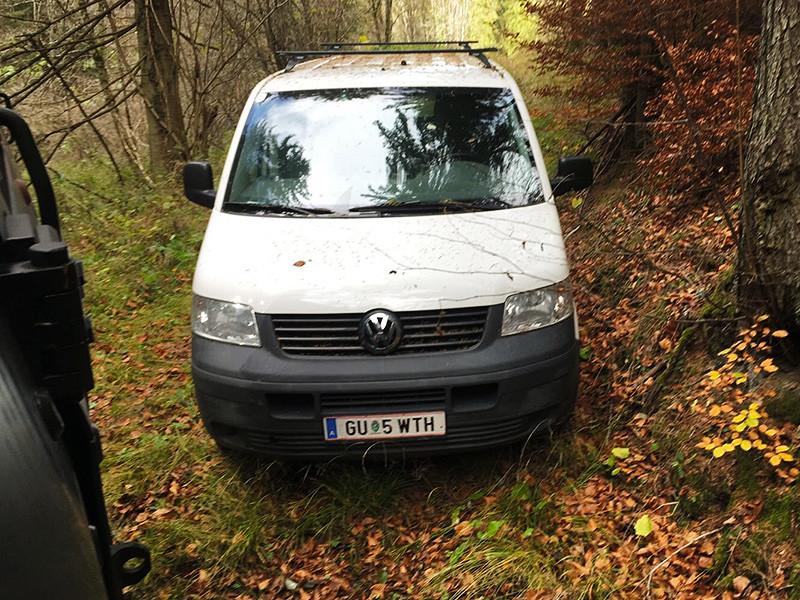 """В Австрии разыскивают владельца фургона с надписью """"Хайль Гитлер"""", который расстрелял соседей"""