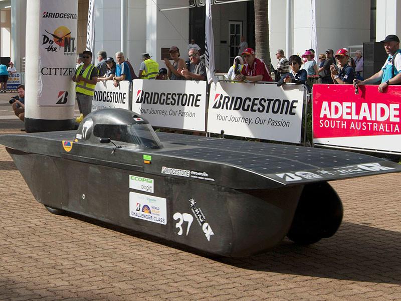В Австралии начались континентальные гонки автомобилей на солнечных батареях
