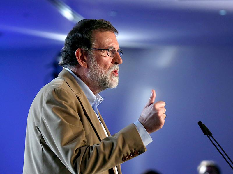 Премьер Испании впервые приехал в мятежную Барселону