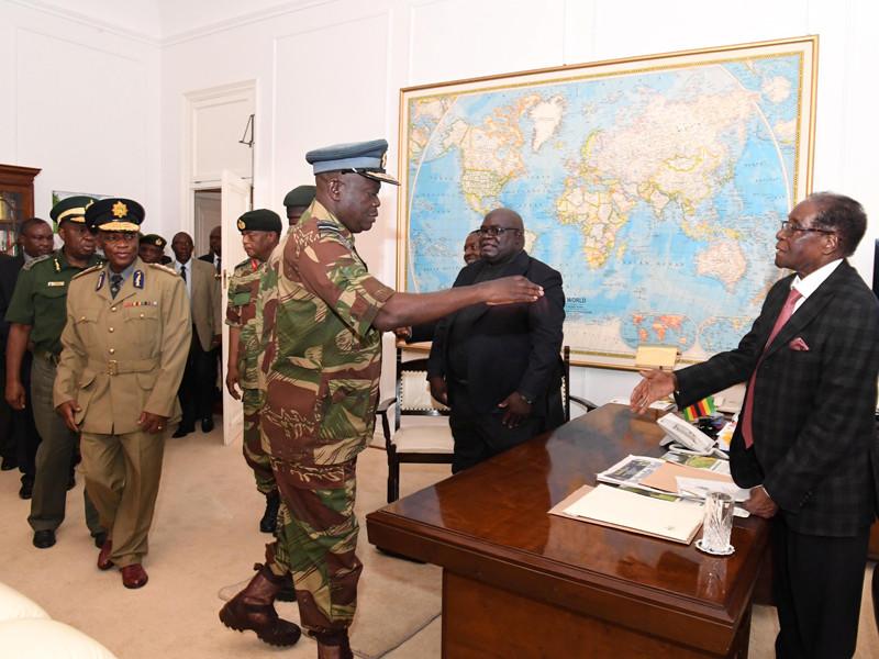 Президент Зимбабве Роберт Мугабе согласился с условиями своей отставки, выдвинутыми ранее правящей партией страны. Подготовлено письмо бессменного лидера страны об уходе со своего поста, сообщил официальный источник CNN, напрямую осведомленный о ходе переговоров с главой государства