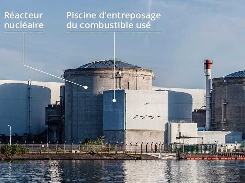 Экологи французского Greenpeace проникли на АЭС и оставили там отпечатки ладоней