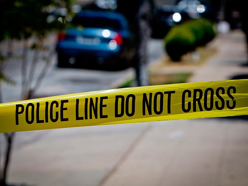 В Калифорнии неподалеку от начальной школы, расположенной в округе Техейма рядом с Сакраменто, неизвестный открыл стрельбу. В результате трое человек, включая самого нападавшего, погибли