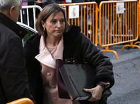 Верховный суд Испании заключил под стражу на время судебного расследования спикера парламента Каталонии Карме Форкадель с правом освобождения под залог в 150 тысяч евро. Спикер обвиняется в том, что она сыграла заметную роль в провозглашении независимости Каталонии