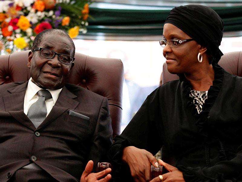 Роберт Мугабе переезжает вместе с женой Грейс в кишащую крокодилами зимбабвийскую глушь
