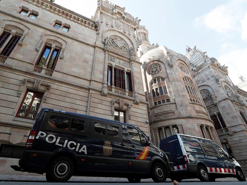 Национальная судебная коллегия Испании арестовала восьмерых бывших членов правительства Каталонии, обвиняемых в бунте, подстрекательстве к мятежу и нецелевом расходовании госсредств
