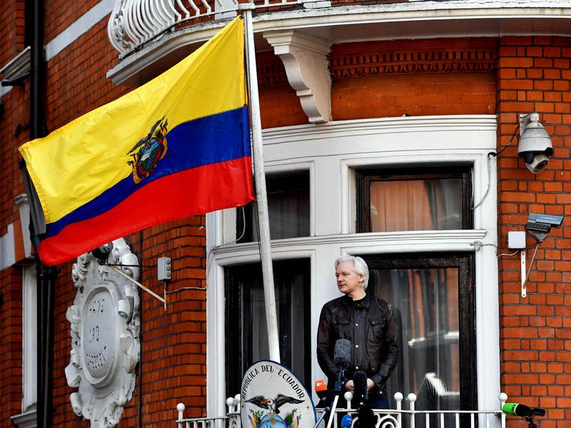 Джуллиан Ассандж в посольстве Эквадора в Лондоне, май 2017 года