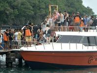 Туристов с Бали эвакуируют по суше и морю в Джакарту и на Яву, откуда организованы дополнительные авиарейсы на Пхукет, Фиджи, в Сингапур и Токио