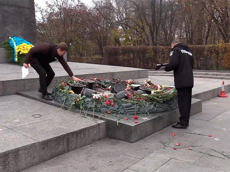 На Украине завели уголовное дело за надругательство над Вечным огнем в центре Киева