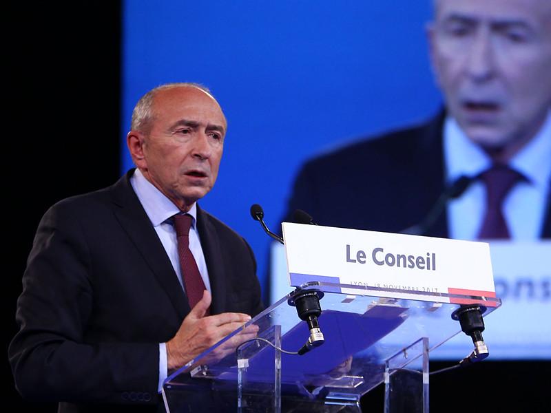 Правительство Франции в лице министра внутренних дел Жерара Коломба пообещало в кратчайшие сроки решить проблему молящихся на улице мусульман, провоцирующих недовольство прочих жителей