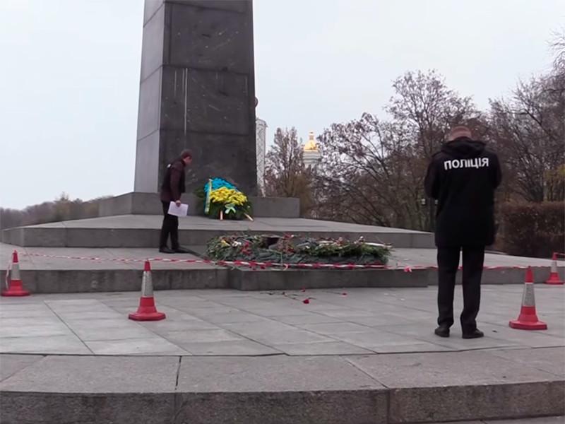 """Это уже третий за год случай вандализма по отношению к Вечному огню. Ранее, 7 ноября, монумент также заливали цементом. Тогда по факту инцидента было открыто уголовное производство по ч. 3 ст. 297 (""""Надругательство над могилой, другим местом захоронения или над телом умершего"""") УК Украины"""