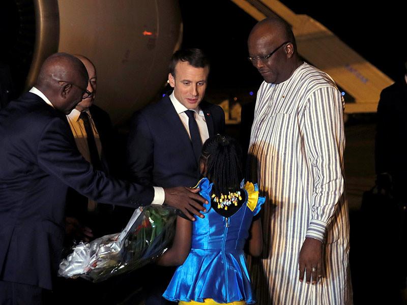 В Буркина-Фасо незадолго до приезда Макрона неизвестные бросили гранату во французских солдат