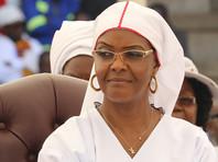 Супруга президента Зимбабве на фоне перехода власти к военным покинула страну