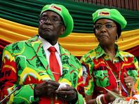 Престарелого лидера Зимбабве Роберта Мугабе и его жену Грейс отстранили от партийных постов в правящей ЗАНУ-ПФ