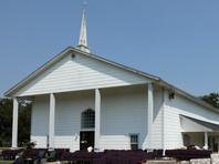 Неизвестный расстрелял посетителей баптистской церкви в Техасе, десятки погибших