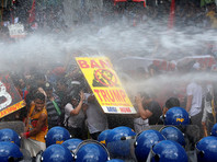 Филиппинцы протестуют против визита Трампа: в Маниле произошли столкновения демонстрантов с полицией