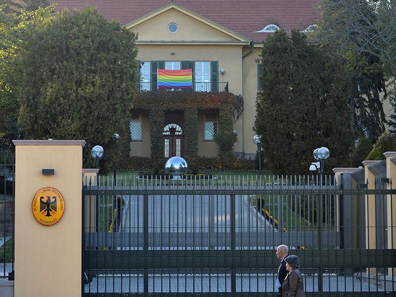 В Анкаре запретили мероприятия ЛГБТ. Посольство Германии вывесило радужный флаг