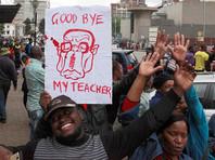 Столицу Зимбабве заполнили десятки тысяч приветствующих уход Мугабе