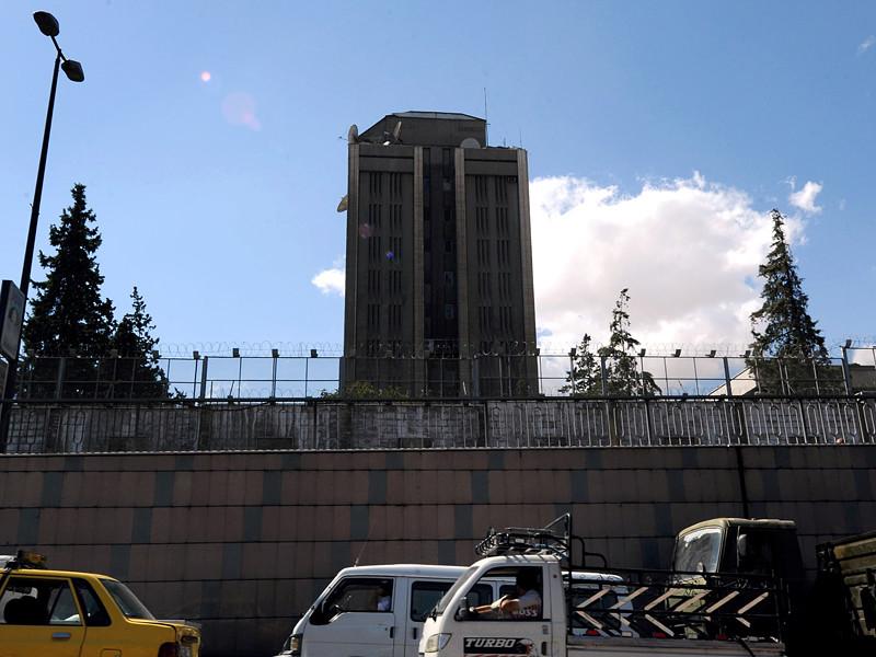В Сирии посольство России попало под минометный обстрел - во внешнее ограждение посольства, примыкающее к его жилому комплексу, попала 122-миллиметровая мина
