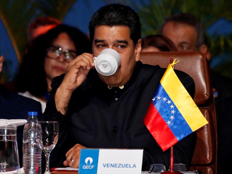 """Мадуро заявил  о начале """"нефтяной революции"""" и отдал отрасль под контроль военным"""