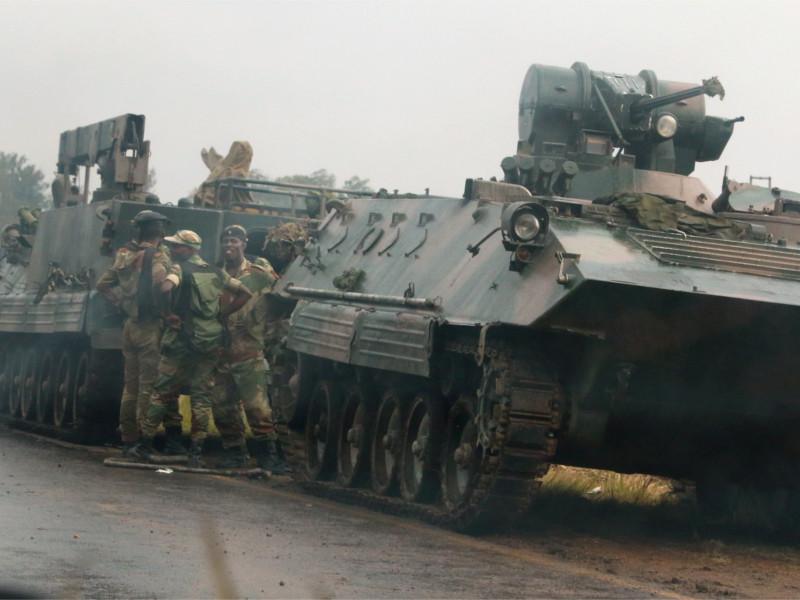 Бронетехника в столице Зимбабве