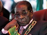 Мугабе в целом правит страной уже 37 лет подряд. Пост президента престарелый политик занимает 30 лет и собирался переизбраться на новый и последний, согласно конституции, срок. В этом случае Мугабе оставался бы у власти до 99 лет, что вполне соответствует его планам дожить до 100-летнего юбилея