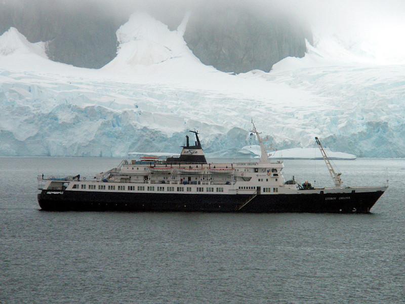 Корабль был построен в Югославии в 1976 году, после чего его передали СССР. Старый круизный лайнер, проданный на металлолом, пропал при буксировке из Канады в Доминиканскую республику в 2013 году