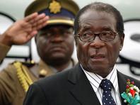 Президент Зимбабве Роберт Мугабе пожал руки генералам, которые пришли в его дворец и требуют его ухода