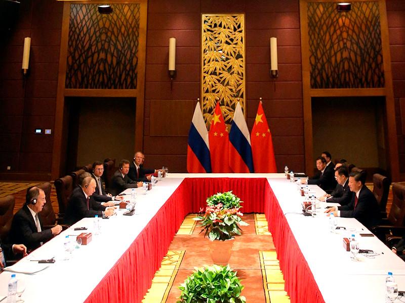 Президент России Владимир Путин на саммите АТЭС во вьетнамском Дананге обсудил ситуацию на Корейском полуострове с председателем Китайской Народной Республики Си Цзиньпинем