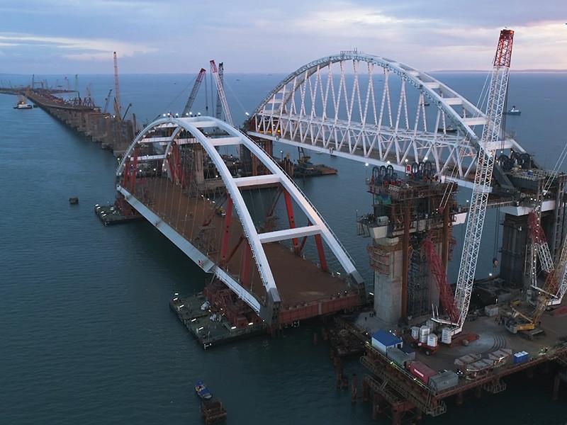 Киев хочет с помощью новых санкций остановить строительство Керченского моста, невыгодного Украине