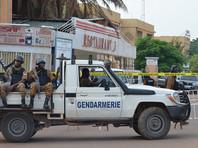В Буркина-Фасо на фоне приезда Макрона неизвестные закидали камнями автобус французской делегации