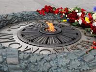 """В Киеве вандалы залили цементом """"Вечный огонь"""" (ФОТО)"""