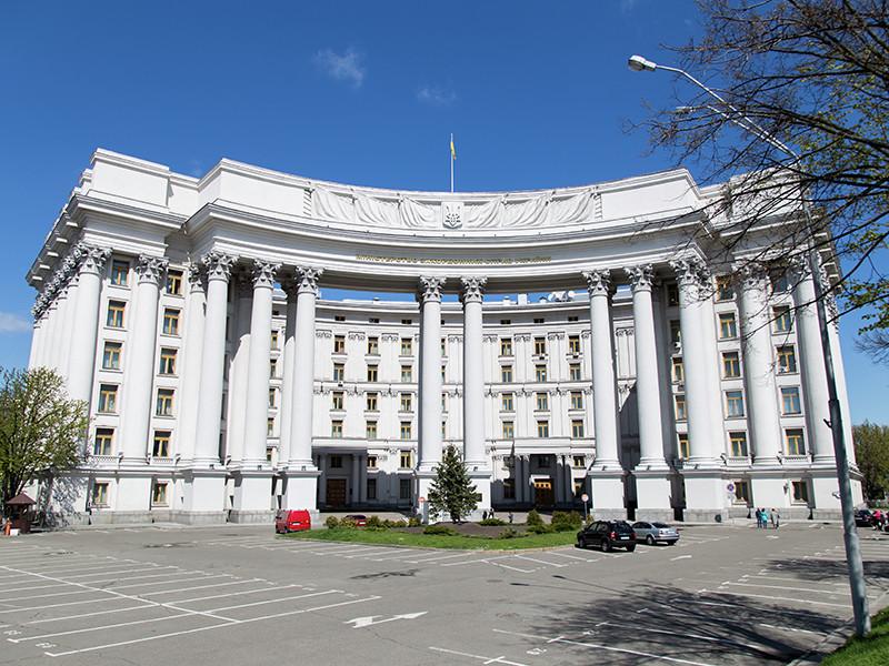 В украинском МИД заявили, что преждевременное снятие санкций с России противоречит международному праву