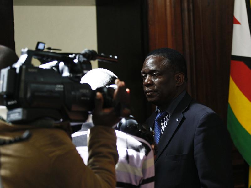 """""""Нет пути назад"""": в правящей партии Зимбабве придумали, как отправить Мугабе на покой"""