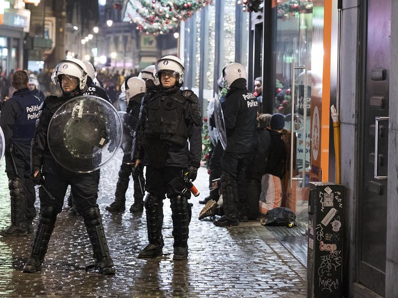 После погромов в центре Брюсселя задержали около 100 человек