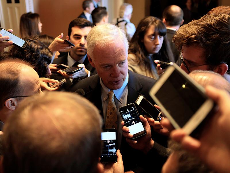 Politico: американские сенаторы отказались от поездки в Россию из-за отказа в визе их коллеге