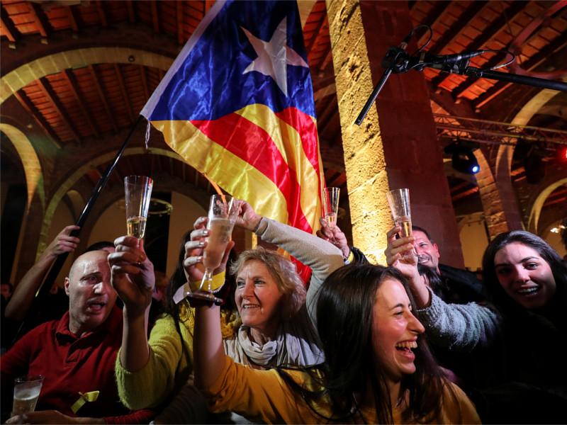 Сторонники независимости Каталонии празднуют итоги выборов в региональный парламент