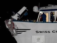 В Германии туристическое судно с сотней пассажиров протаранило опору моста