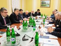 """Порошенко рассказал о """"решительных шагах"""" по усилению группировки в Донбассе"""