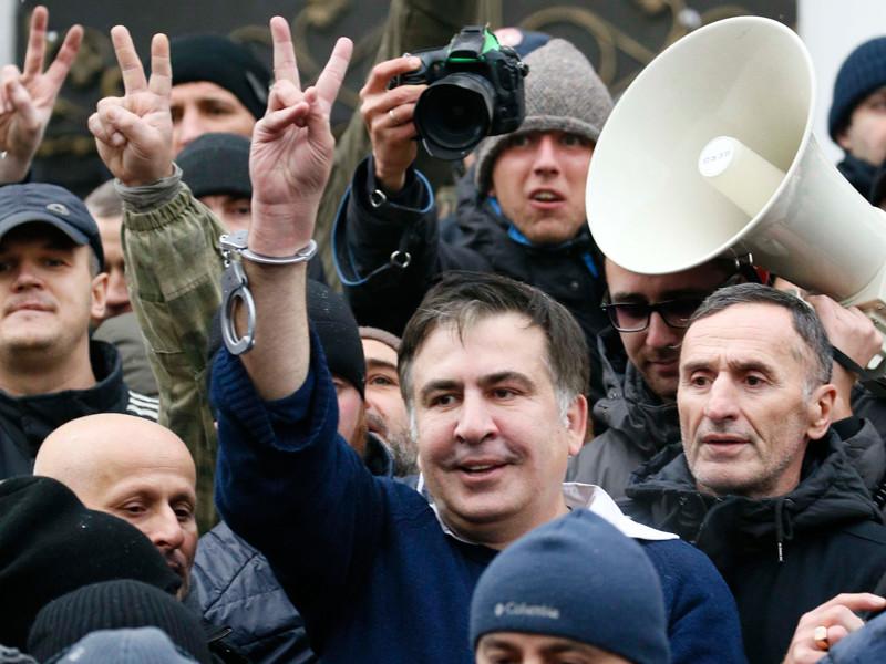 Михаил Саакашвили после ареста СБУ был освобожден соратниками, Киев, 5 декабря 2017 года