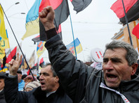 Сторонники Саакашвили устроили стычки с полицией у Октябрьского дворца в Киеве