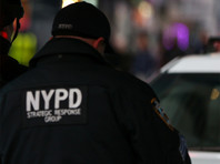 В Нью-Йорке мужчина из-за места на парковке ударил ножом двух человек, а затем протаранил их на автомобиле