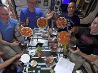 Итальянский астронавт угостил коллег на МКС пиццей (ВИДЕО)