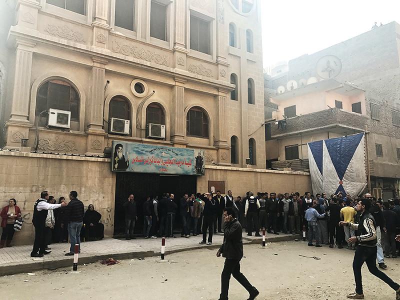 Вооруженные боевики попытались прорваться в церковь коптов под Каиром, есть погибшие